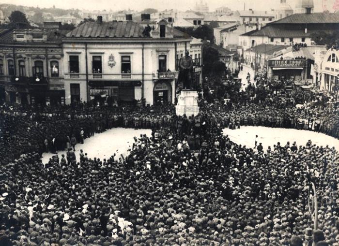 voluntarii ardeleni in piata unirii iasi 1918